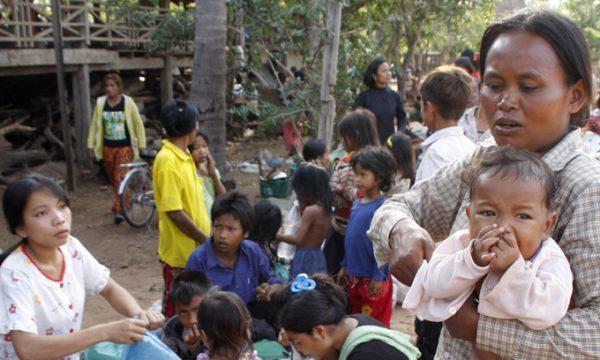 THAILANDIA CAMBOGIA: Nuovi scontri portano ad altri 12 morti