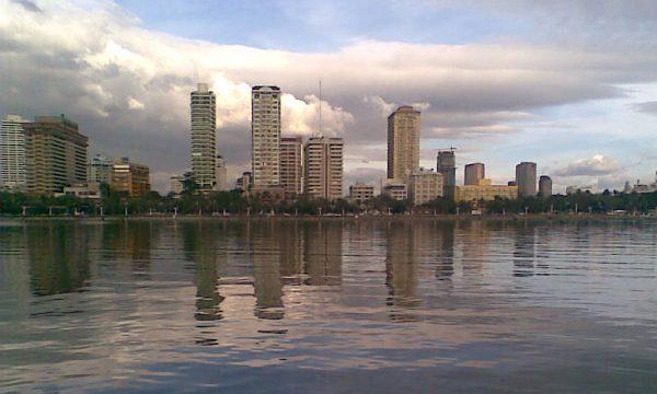 La spiaggia bianca della Baia di Manila, operazione estetica