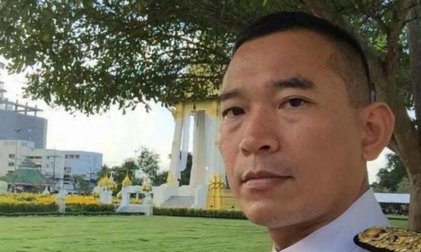 Giudice Khanakorn Pianchana del tribunale di Yala si spara in petto
