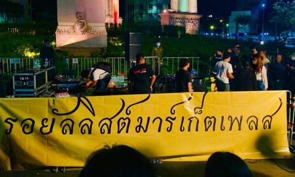 Royalists Marketplace, gruppo thai di Facebook bloccato