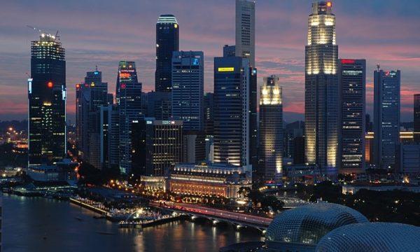 SINGAPORE: Incrementi salariali mangiati dall'inflazione
