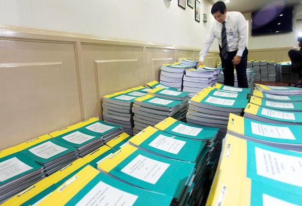 Filippine prime accuse formali contro senatori e deputati for Senatori quanti sono