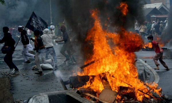 Sei morti nei disordini a Giacarta da due giorni dalla vittoria di Jokowi