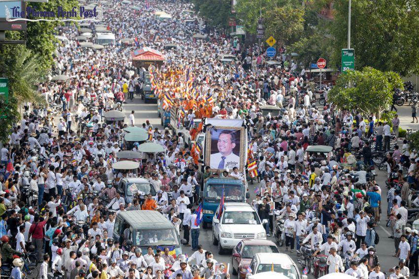 gli imponenti funerali di kem Ley