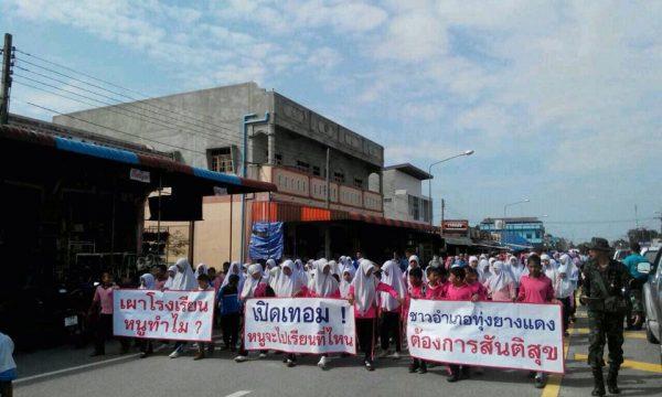 I militari thailandesi vogliono conquistare la popolazione malay musulmana