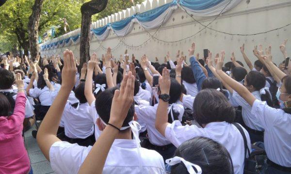 9 persone arrestate e monarchia thai è al centro delle proteste