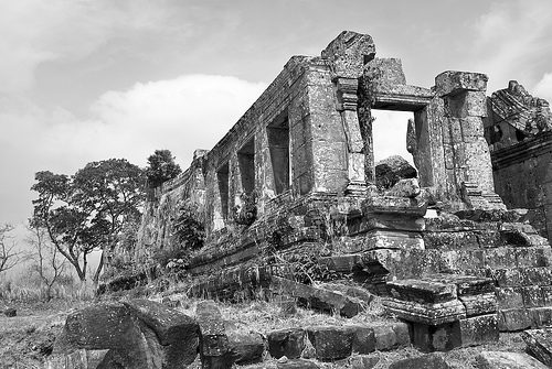 THAILANDIA: La Corte dell'Aia comanda a Cambogia e Thailandia di ritirare le truppe da Preah Vihar