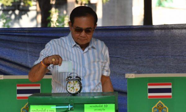 Un mese dopo le elezioni, non si sa ancora nulla del futuro della Thailandia