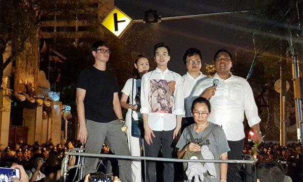 Pinocchio della giunta militare thailandese e le manifestazioni democratiche di Bangkok