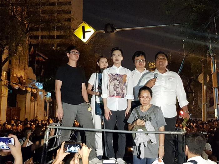 Tornare velocemente alla democrazia in Thailandia