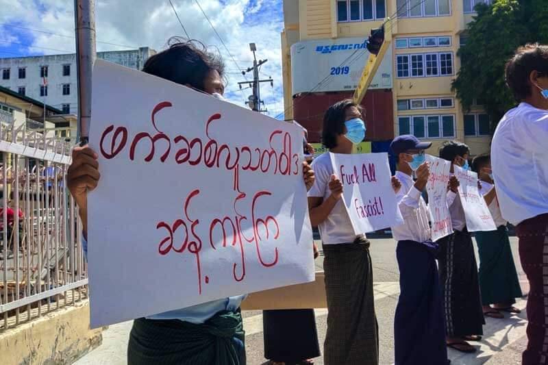 studenti birmani