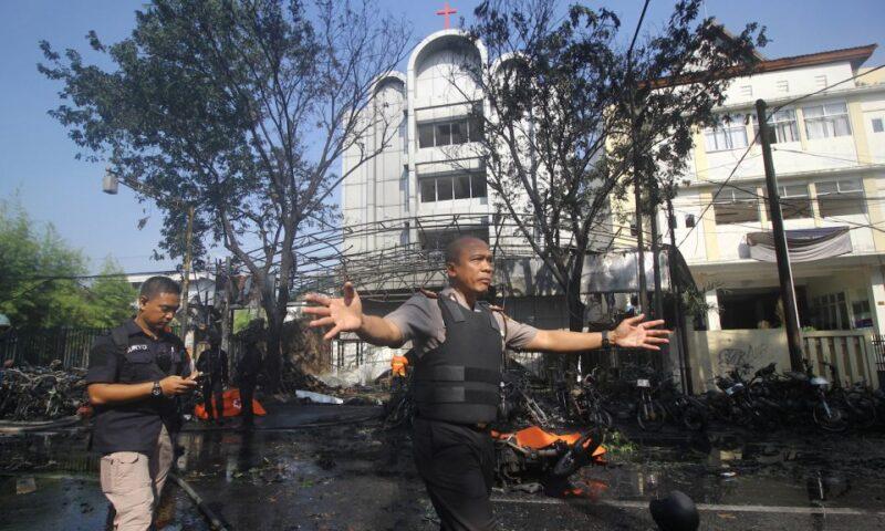 Buon Natale da Surabaya dopo le bombe ISIS alle chiese cristiane