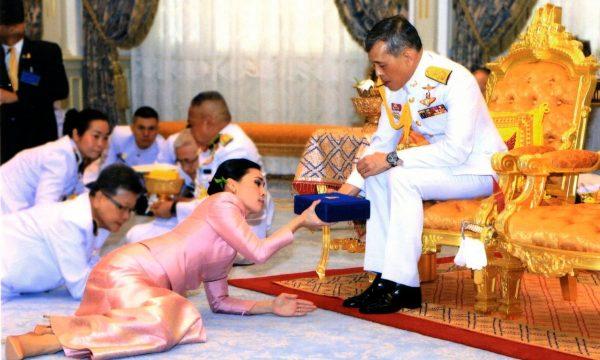 Protesta contro il re thailandese Vajiralongkorn ad un hotel bavarese